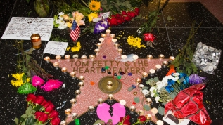Fans gather to mourn the death of Tom Petty at his star on the Hollywood Walk of Fame in Los Angeles, California, after it had been announced that the musician had died at the age of 66. © Sheri Determan Where: Los Angeles, California, United States When: 02 Oct 2017 Credit: Sheri Determan/WENN.com