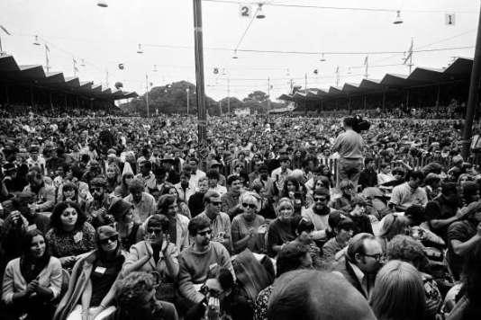 Monterey Pop Crowd