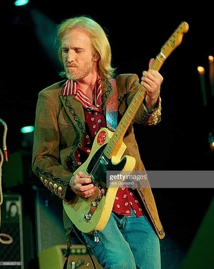 TOM pETTY ON GUITAR