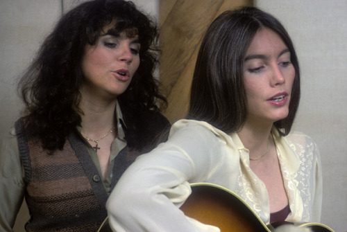 Ronstadt & Harris singing