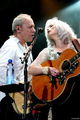Mark_Knopfler_and_Emmylou_Harris